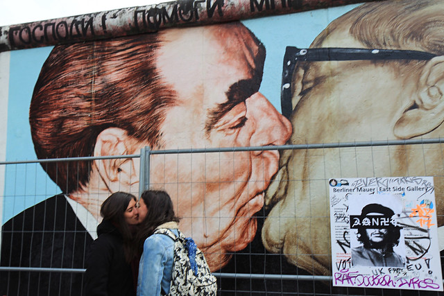 Two italian girls kissing at the East Side Gallery