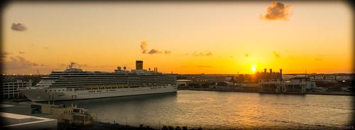 sunset coucherdesoleil fortlauderdale floride usa 8687 costa deliziona bateau de croisières avec le beau coucher soleil costadeliziona bateaudecroisières cruise ship vessel