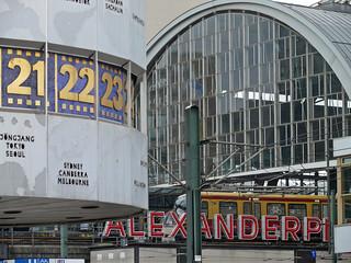 Die Weltzeituhr und S-Bahnhof Alexanderplatz, Berlin