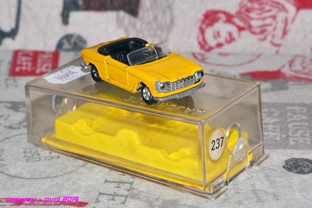 N°230 Peugeot 204 cabriolet - Page 2 47548013892_0bd38f2520_z