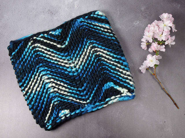 Tsunami Cowl Kit – PDF knitting pattern and hand dyed merino yarn