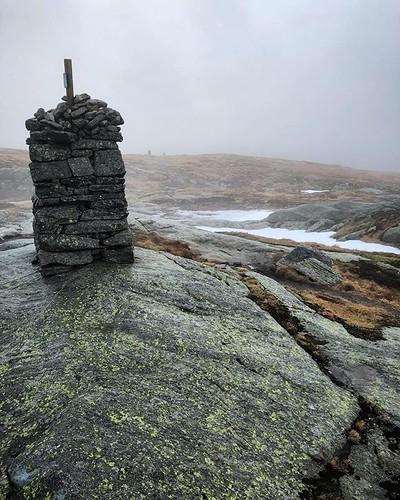 Following cairns on a lovely technical alpine run | by adam rumbold