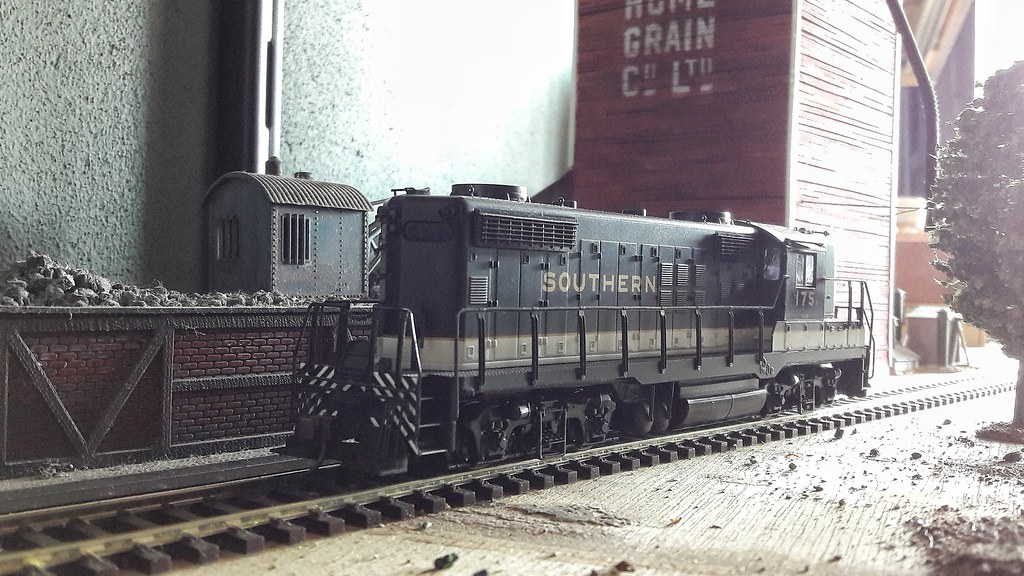 Put a DCC function decoder in a Bay Window Caboose | Spiderfield