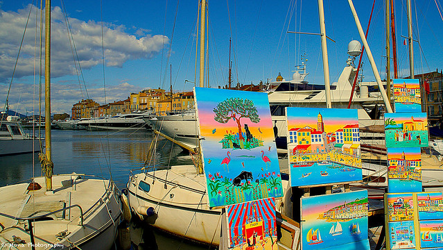 Paintings market at the port...