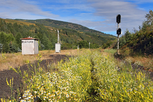 tennesseepassroute formerriogrande minturn colorado ctcsiding flowers signal signalbox railroad railbanked mothballed