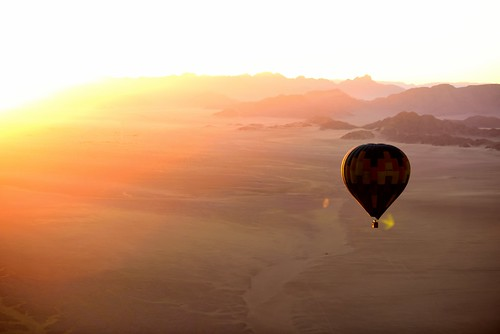 namibdesert namibia littlekulala hotairballoon dawn sunrise balloonsafari sossusvlei balloon flight desert