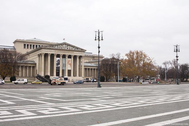 Museo di belle arti (Szépművészeti Múzeum ) in Piazza degli Eroi (Hősök tere)