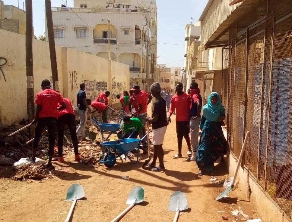 Journée de désensablement et de nettoiement à la Cité Soprim