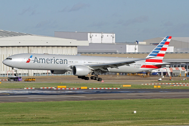 American Airlines Boeing 777-323(ER) N725AN LHR 11-11-18