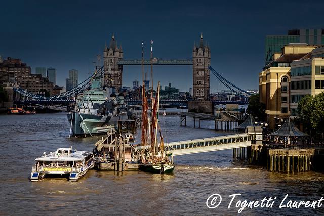 fugace rayon de soleil sur la Tamise (Londres)