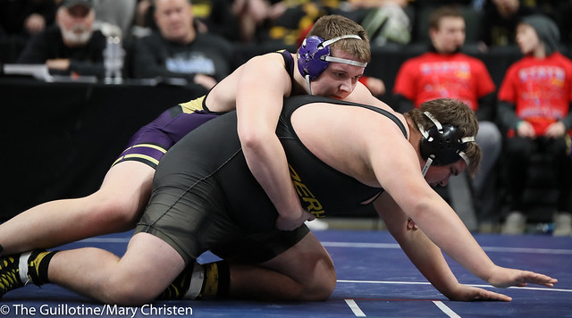 285 – Bennett Weber (Waconia) over Rowdie Lindquist (Perham) Fall 1:36. 190228BMC2034