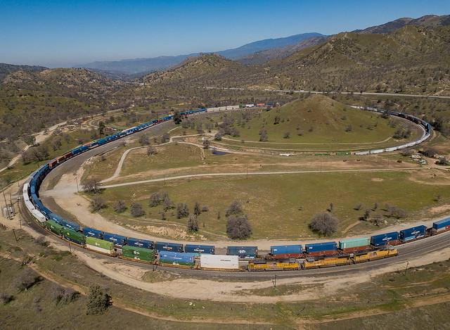 UP 3932 (SD70M) Tehachapi Loop Walong, California