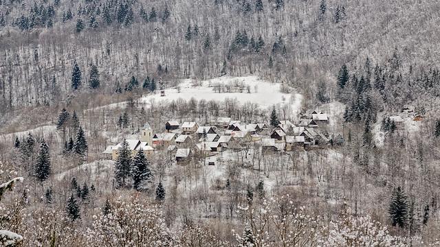 Velika Lešnica iz Donjeg Tihova preko doline delničkog Potoka