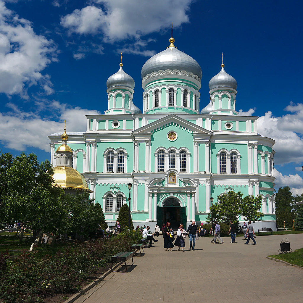 троицкий собор в дивеево описание центре большого