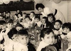 02, Mestra cos seus alumnos, escola publica no Uruguai, anos 60
