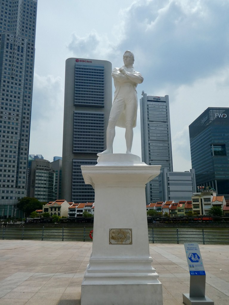 Statue of Sir Stamford Raffles by the Singapore River