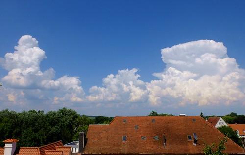 germany deutschland bavaria bayern neuburg addonau palace schloss clouds wolken weather wetter blue sky blauer himmel roofs dächer ©allrightsreserved
