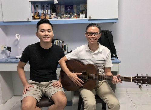 Beginner guitar lessons Singapore Lawrence