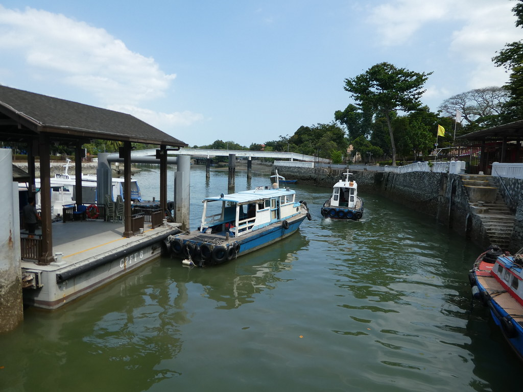 Bum boats departing for Pulau Ubin