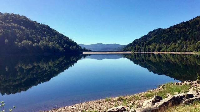 pretty accurate mirror lake reflection