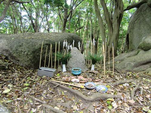 石上神社 | by megalith_mury