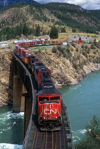 canadiannational cn intermodal stack doublestack lytton britishcolumbia canada thompsonriver thompsonrivercanyon emd sd75i 5743 river cnashcroftsub bc