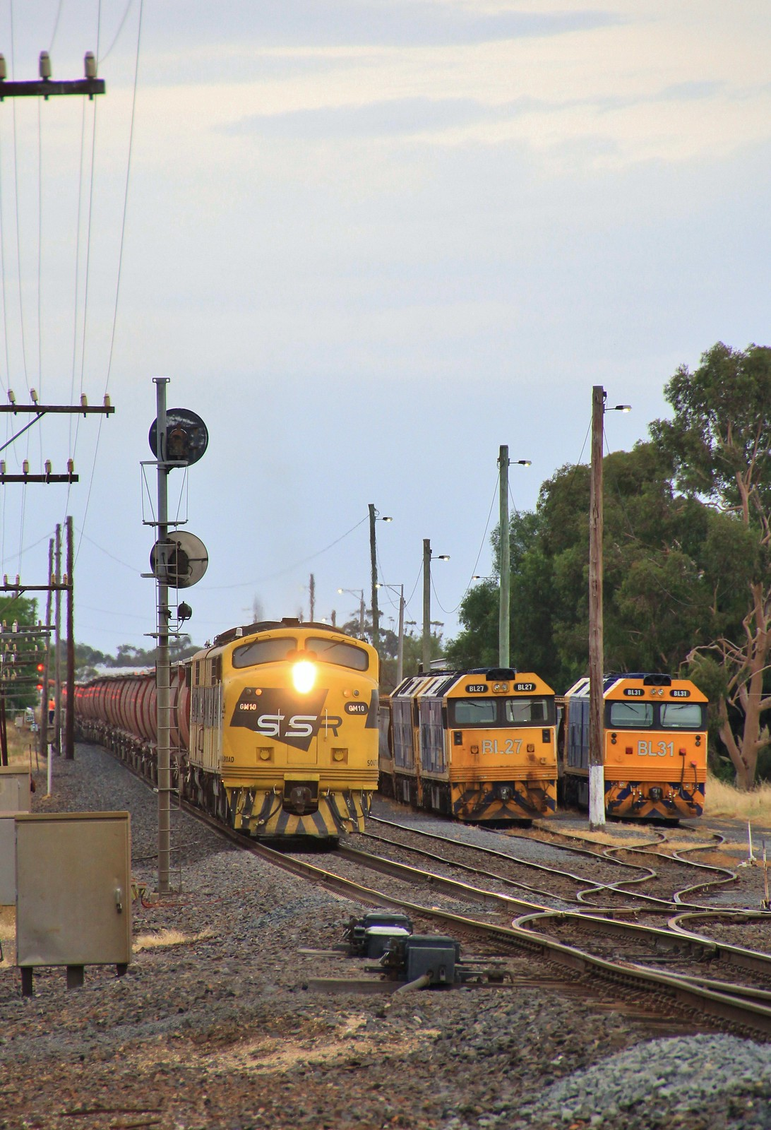 GM10 and GM22 roar past BL27 BL33 and BL31 as it lifts its load out of Murtoa yard by bukk05