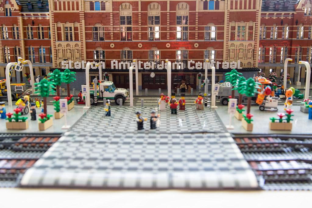Floating Bricks - Die Welt der Steine 2018: Station Amsterdam Centraal