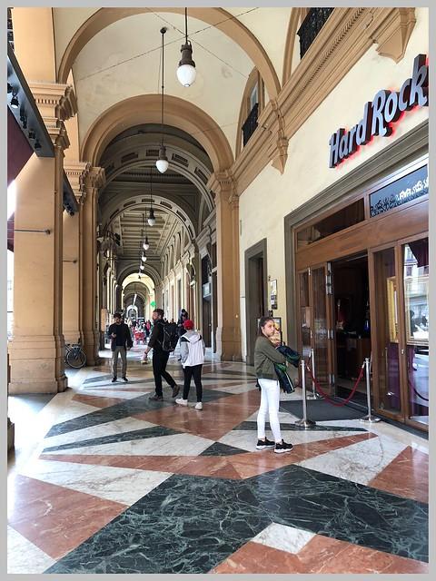 Sotto i portici di piazza della Repubblica - Under the arcades of piazza della Repubblica