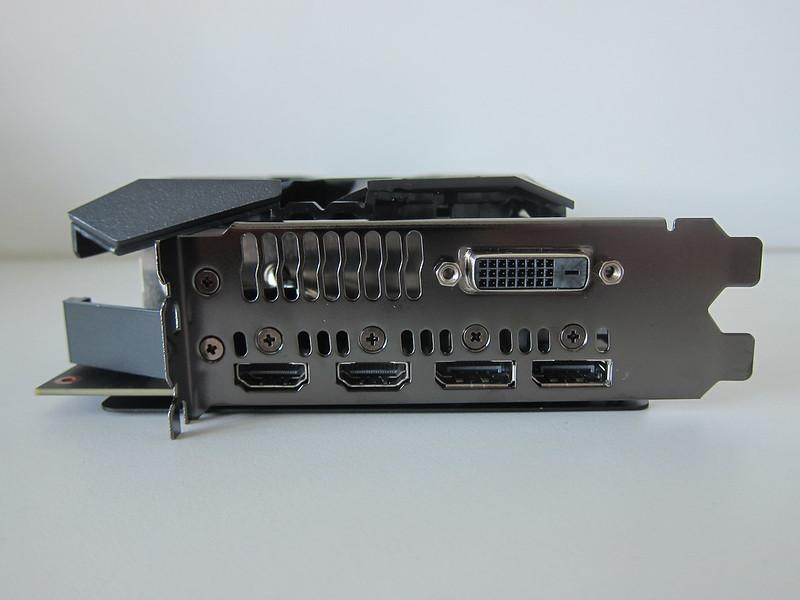Asus ROG Strix RX VEGA56 OC Edition 8GB - Front (Ports)