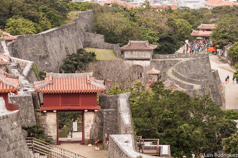Vistas de puertas y muros