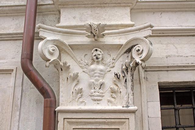 Gli altorilievi del Palazzo dei Camerlenghi