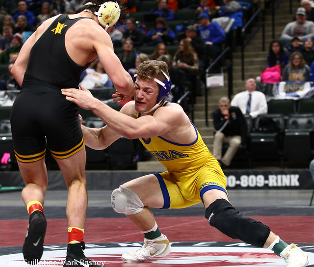160AAA 3rd Place Match - Wyatt Lidberg (St Michael-Albertville) 45-6 won in tie breaker - 1 over Devin Roberts (Apple Valley) 43-8 (TB-1 2-1) - 190302cmk0146