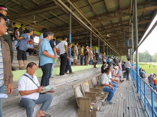 チェンマイ競馬場の数少ない座席