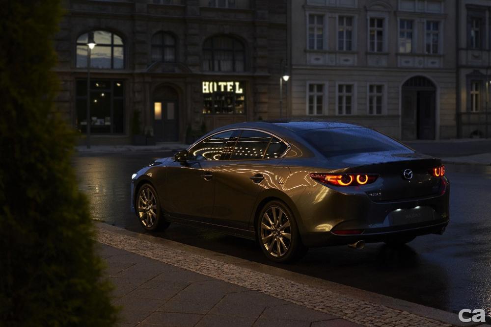 圖六:All-New Mazda3採用全新的Skyactiv-Vehicle Architecture車輛結構技術,實現在全新座椅、車身、底盤與輪胎設計,使駕駛者能更順心地感受車輛的線性表現,體驗開車猶如行走般的順暢。