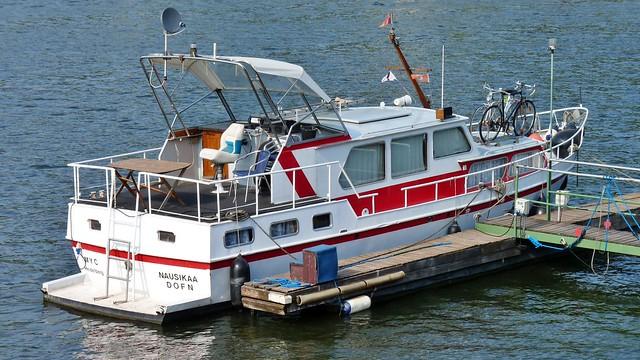 Boot auf dem Neckar in Heidelberg