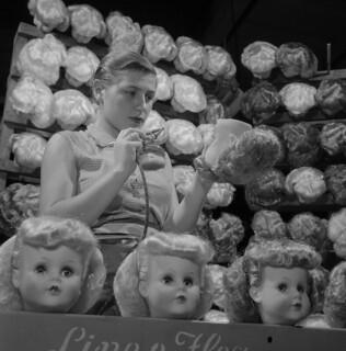 Doll production / Production de poupées