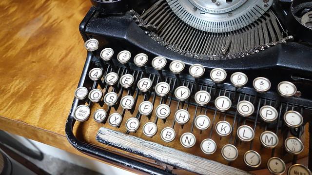 Eric 的愛店 Le Zinc 洛,有老老的打字機