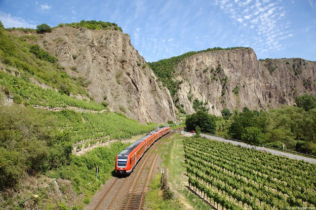 612 639 und ein weiterer 612 als RE3308 von Frankfurt Hbf nach Saarbrücken Hbf bei Bad Münster am Stein am 23.06.14