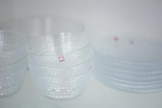 Kurkistus astiakaappiin | by jjuttaa