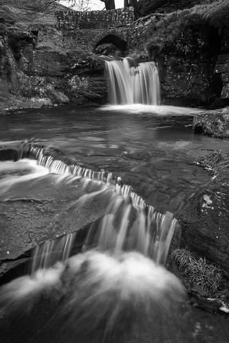 landscape derbyshire cheshire staffordshire staffordshiremoorlands peakdistrict darkpeak threeshireshead pannierspool bridge waterfall longexposure blackwhite monochrome circularpolarisingfilter