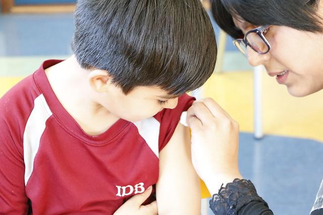 Niños de la Pre-básica del IDB se vacunaron contra la influenza