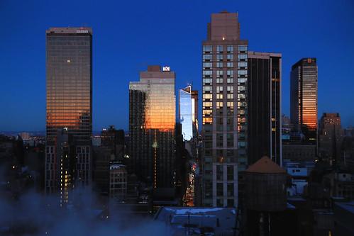 usa nyc newyorkcity manhattan midtown sunrise leverdesoleil urbanreflection reflection reflets canoneos6d canonef24105mmf4lisusm building sky skyscraper gratteciel ville town ciel bâtiment aube dawn