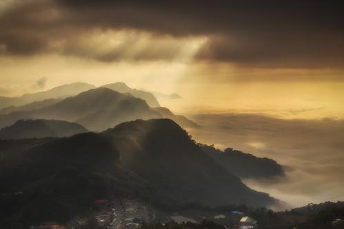 嘉義 竹崎鄉 隙頂 頂 頂石棹 雲彩 雲海 雲隙光 耶 耶穌光 6d ef2470mm 阿里山國家公園 夕 夕陽 夕彩 sunset