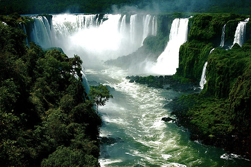 Foz do Iguacu, Brazil | by poorvincent