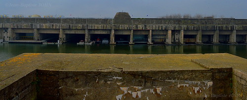 The Saint-Nazaire U-Boot-Bunker from the U-Schleuse-Bunker