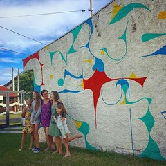 Girls reunion and (almost?) finished mural by @ilan_katin