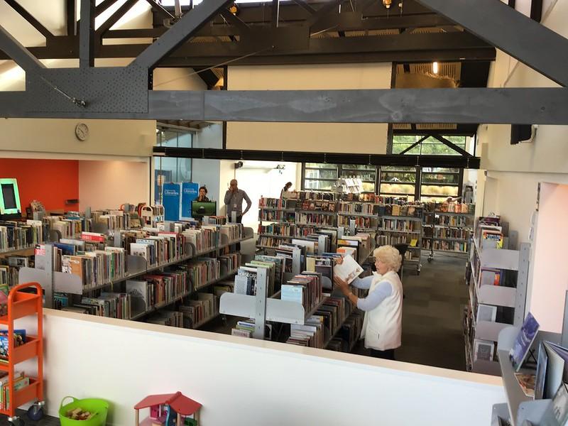 Non-fiction collection, Parklands Library