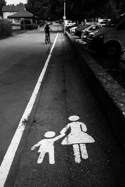 Women and children first (Konica Big Mini)