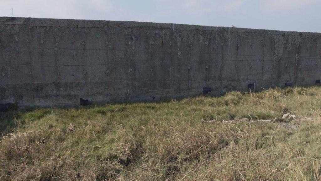 1000-1- (197)屏東縣府最後只有修正堤防路線、避開其他兩區陸蟹棲地。